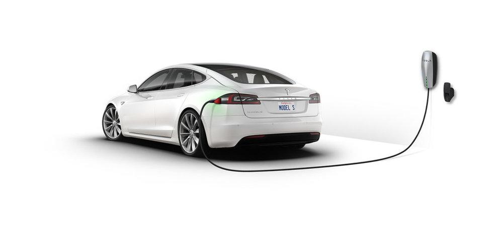 02/2008 - Ôtôđiện - Hãng ô tô điện Tesla đưa chiếc xe sản xuất đại trà đầu tiên, The Roadster, đến trụ sở của công ti vào thời điểm đó ở San Carlos, California.