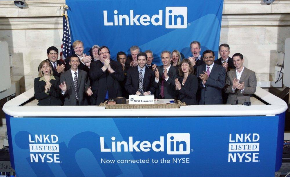 07/05/2003 - LinkedIn - Trang mạng xã hội nghề nghiệp LinkedIn ra mắt với hồ sơ của nhà đồng sáng lập Jean-Luc Vaillant, trở thành trang mạng xã hội nghề nghiệp ra đời sớm nhất.