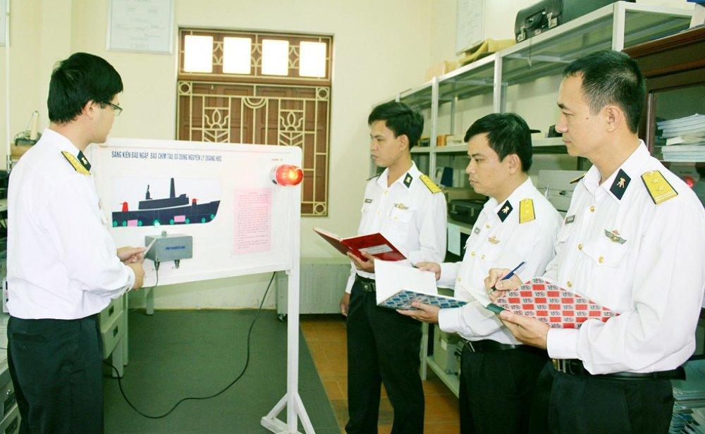 Nghiệm thu sáng kiến báo chìm, báo ngập tàu tại Trung tâm Tiêu chuẩn - Đo lường - Chất lượng 1. Ảnh: Trung Lượng
