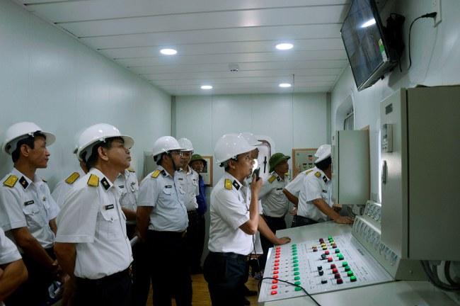 Nghiệm thu kỹ thuật Trung tâm huấn luyện thực hành đấu tranh bảo vệ sức sống tàu tại Viện Kỹ thuật Hải quân. Ảnh: Đức Lũy