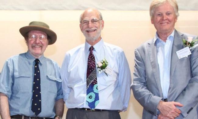 Ba nhà khoa học đoạt Nobel Y học 2017. Từ trái sang: Jeffrey C.Hall, Michael Rosbach và Michael W.Young - Ảnh: EPA