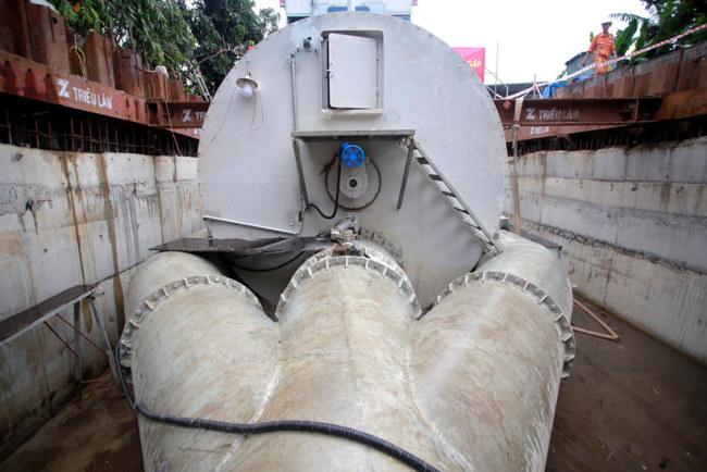 Nước ngập hút về từ đường Nguyễn Hữu Cảnh sẽ đi qua một vòm thép hình tròn. Vòm thép này có chức năng lọc toàn bộ rác thải theo nước hút về và đổ ra một nơi quy định để thu gom. Phần nước sạch sẽ tiếp tục đổ ra sông Sài Gòn không gây ô nhiễm.