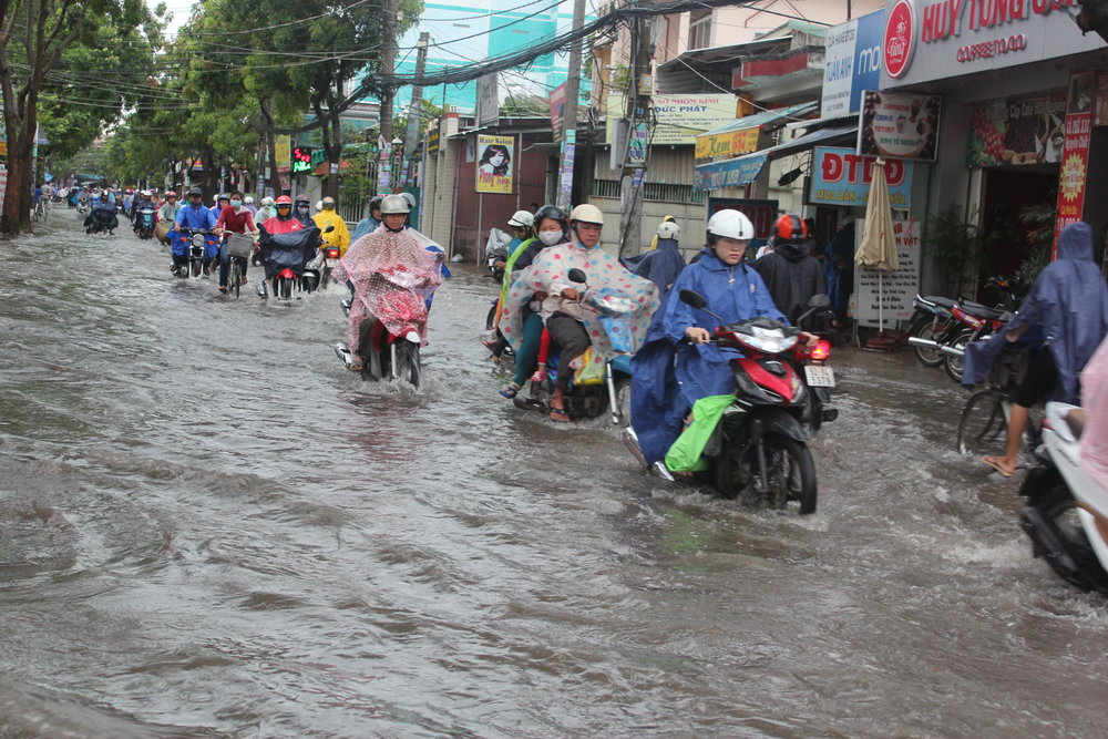 - Nên thực tế tình trạng ngập lụt vẫn diễn ra ngày một trầm trọng ở Thành phố Hồ Chí Minh.
