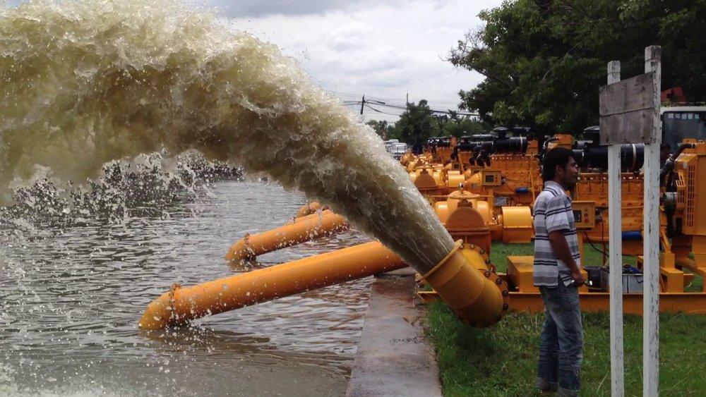 - Nhật Bản và Bangkok (Thái Lan) cũng lắp đặt hàng chuỗi trạm bơm dọc các con sông để xử lý khi ngập lụt.