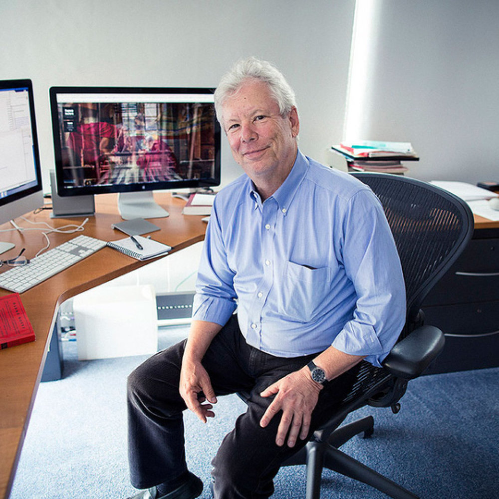 Ông Thaler là Giáo sư khoa học hành vi và kinh tế tại ĐH Chicago, Mỹ.