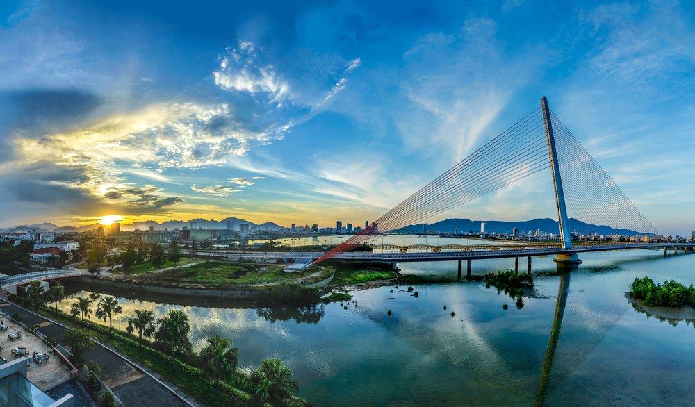 - Với các thành phố trung bình như Đà Nẵng, Bình Dương, Hải Phòng, cần cân nhắc thật kỹ lĩnh vực nào và qui mô tới đâu. Đà Nẵng có thể là mô hình tiên phong trong lĩnh vực môi trường, Bình Dương nên ưu tiên thực hiện trong quản lý dân số vì đây là nơi có lượng người nhập cư cao nhất, phức tạp nhất cả nước…