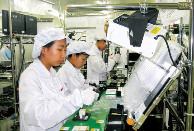 Sản xuất máy ảnh kỹ thuật số tại nhà máy Sanyo (Khu công nghiệp Biên Hoà 2).