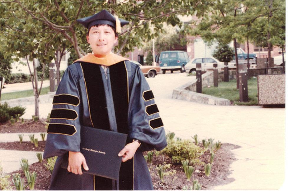 Ông Cường nhận bằng tiến sĩ của Đại học George Washington (Mỹ)