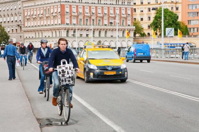 Stockholm – Thụy Điển - Có một lượng lớn xe buýt và tàu chạy bằng nguồn nguyên liệu sạch. Các nguồn năng lượng có thể tái tạo chiếm 52% tổng năng lượng được sản xuất tại quốc gia này.