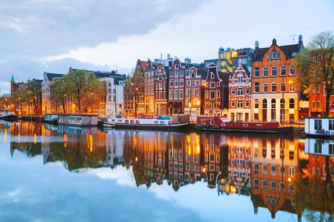 Amsterdam – Hà Lan - Được biết đến như một cộng đồng khởi nghiệp với nhiều chương trình sinh thái startup thành công như StartupDelta và StartupAmsterdam.
