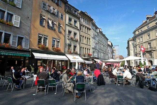 Geneva - Thụy Sỹ - Dẫn đầu trong xây dựng cơ sở hạ tầng tiết kiệm năng lượng với mục tiêu giảm lượng khí phát thải nhà kính năm 2020 xuống 21% so với năm 2005.