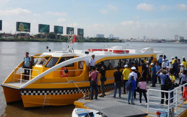 Buýt sông được xem là loại hình vận tải công cộng mới giúp kéo giảm ùn tắc đường bộ đang trầm trọng tại Sài Gòn
