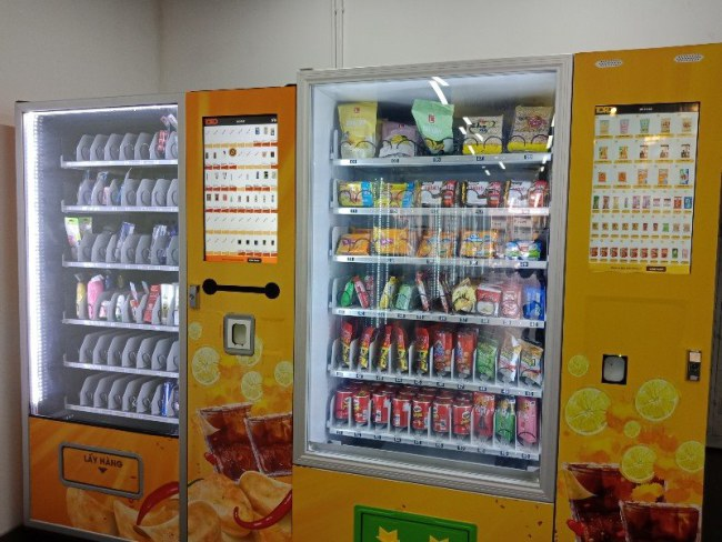 Cửa hàng bán các loại nước giải khát, sữa chua, sữa tươi,...
