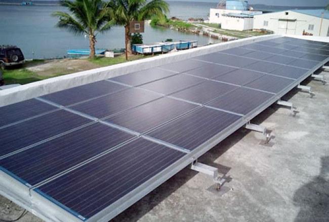 Một phần hệ thống điện mặt trời tại đảo Bé, huyện đảo Lý Sơn.