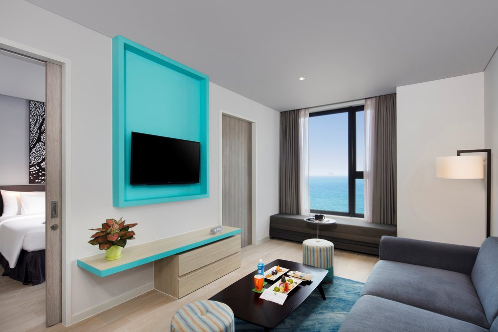 - Hệ thống 310 phòng nghỉ của ibis Styles Nha Trang phản chiếu tinh thần của thương hiệu: giản đơn nhưng ấm áp với thiết kế đa sắc màu và tươi sáng.