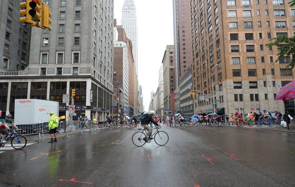 - Xuất phát từ quan điểm đó, tất nhiên, các thành phố bắt đầu các giải pháp hoàn thiện hạ tầng giao thông công cộng, tăng diện tích cây xanh, vỉa hè, và làn đường dành cho xe đạp.