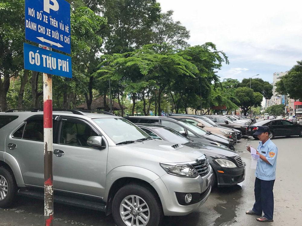 - Đồng thời đây cũng là giải pháp hai chiều, bởi khi người dân không muốn dùng xe cá nhân tham gia giao thông, nhu cầu bãi gửi xe trong trung tâm cũng sẽ giảm xuống theo.