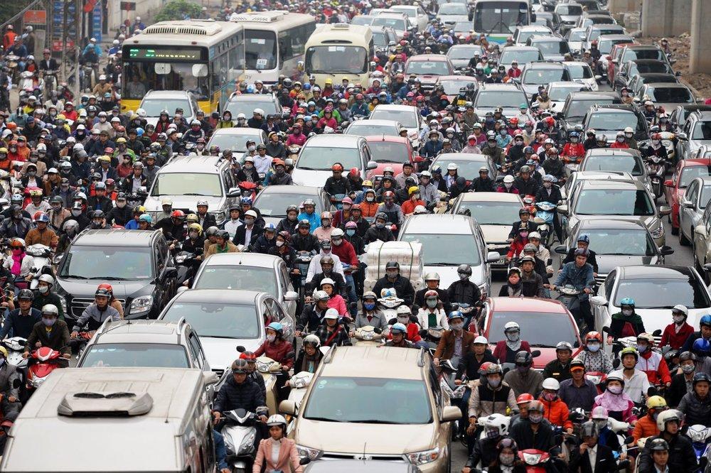 - Nếu tại Việt Nam, cứ 10 người sẽ có 5 xe máy thì tại đảo 24 triệu dân này, số liệu cao hơn hẳn khi bình quân cứ 10 người sẽ có 7 chiếc xe máy.