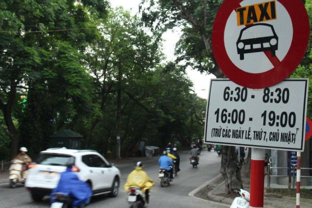 Chỉ bằng 1 biển báo cấm, hàng chục ngàn chiếc taxi sẽ không còn chen chân trên đường vào giờ cao điểm.