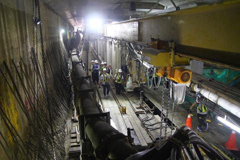 Đường hầm được thi cồng bằng robot TBM nặng 300 tấn, dài 70m và đường kính 6,79m