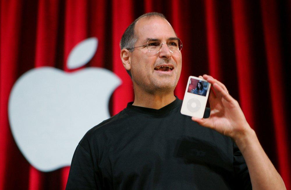 - Người ta kể rằng Steve Jobs đã yêu cầu đội ngũ kỹ sư thiết kế iPod làm thế nào để người nghe có thể chọn được bài hát ưa thích trong vòng 3 thao tác.