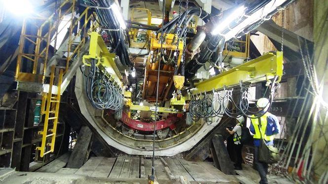Robot BTM nặng 300 tấn khoan ngầm hiện đang tiến hành giai đoạn đầu việc khoan đường hầm thứ 2 từ ga Ba Son về ga nhà hát lớn TPHCM với chiều dài 781m.