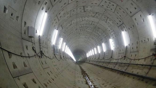 Đường hầm metro thứ 2 dài 781m, tương đương với chiều dài đường hầm đầu tiên đã được khoan hoàn thành vào tháng 11/2017 vừa qua. Sau khi khoan xong hầm đầu tiên, robot được tháo rời để di chuyển trở lại ga Ba Son.