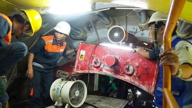 Sau khoảng 3 tháng chuẩn bị, chiều 26/1, đơn vị thi công đã khởi động robot TBM để đào đường hầm thứ 2 (đường hầm phía Tây) về ga Nhà hát thành phố.