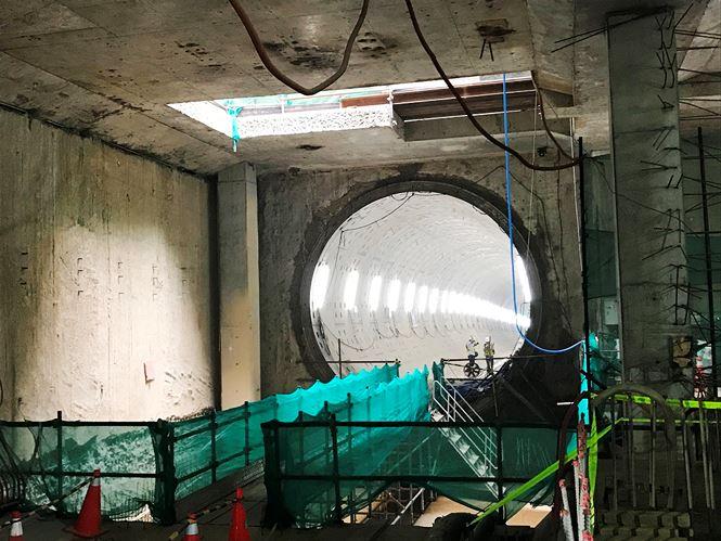 Do đó, việc khoan đường hầm thứ 2 sẽ phải rất thận trọng, vừa đào vừa có quan trắc và điều chỉnh cho hợp lý. Dự kiến đến cuối tháng 6/2018 sẽ hoàn thành khoan đường hầm thứ 2.