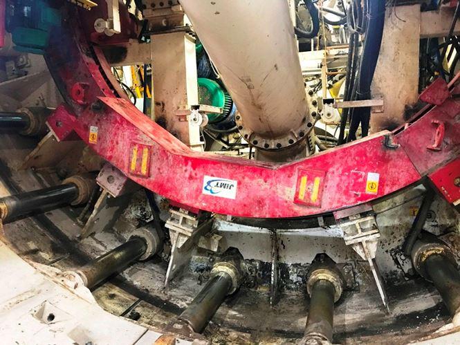 Ông Phan Hữu Duy Quốc, đại diện nhà thầu Shimizu cho biết, việc khoan hầm thứ 2 sẽ gặp thuận tiện hơn vì các kỹ sư đã quen với công việc, đã có nhóm làm việc nhịp nhàng, thao tác thuận lợi.