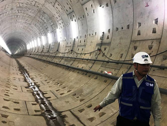 Ông Quốc cho biết, đến thời điểm hiện tại, gói thầu 1b xây dựng đoạn ngầm từ ga Ba Son đến ga Nhà hát TPHCM đạt khối lượng thực hiện khoảng 65%.
