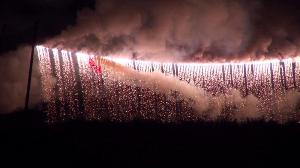 """Màn """"pháo hoa thác nước"""" dài nhất thế giới -"""