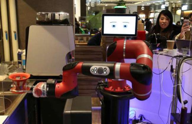 robot-pha-ca-phe-2-ap-15176307708871396108239.jpg