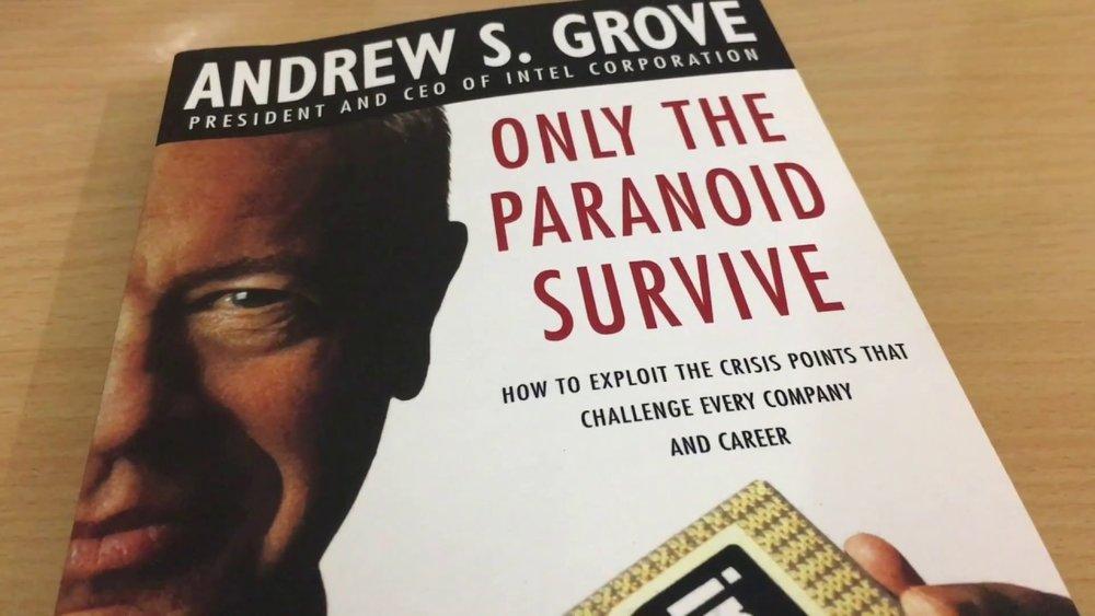 Để vượt lên, phải tính trước (Only the paranoid survive) – tác giả Andrew Grove -