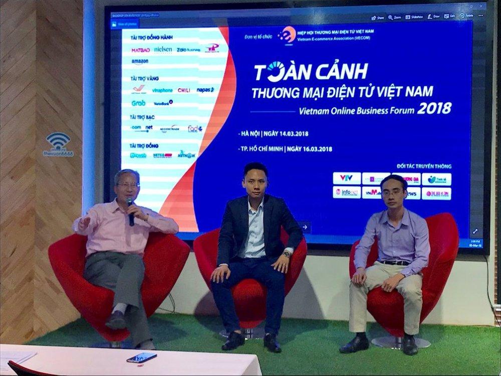 Chủ tịch VECOM Nguyễn Thanh Hưng (ngoài cùng bên trái) cho biết VOBF 2018 lần đầu tiên có tới 2 phiên thảo luận về chủ đề tiền số, blockchain.