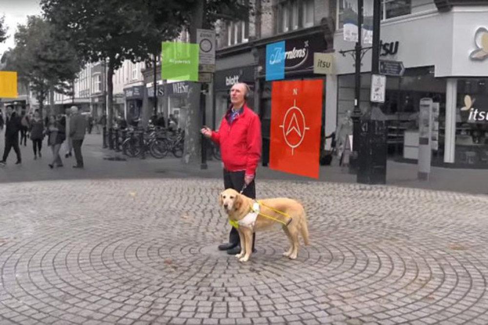 Soundscape sẽ là bạn đồng hành cho người khiếm thị khi đi lại quanh đường phố, Ảnh: Microsoft