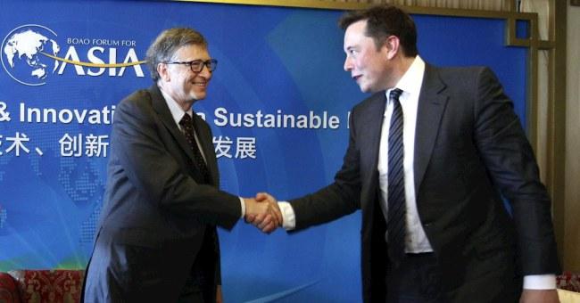 Bill Gates và Elon Musk bắt tay vào một cuộc họp tại tại Qionghai, Trung Quốc vào năm 2015
