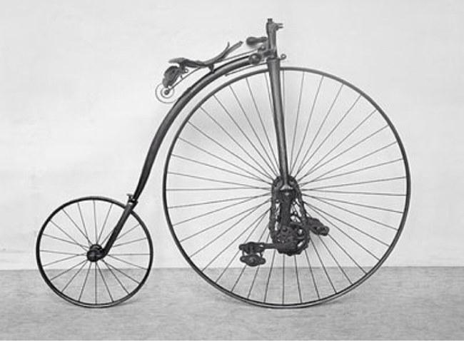 Xe đạp được gắn sên ở bánh trước nhưng không kết nối với bánh sau