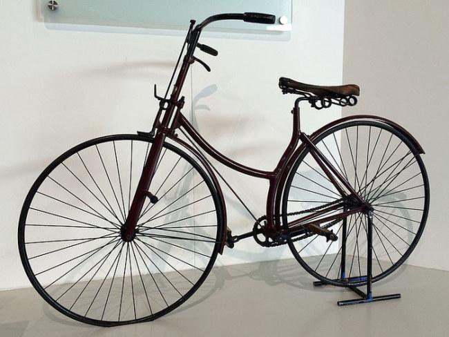 Một trong những chiếc xe đạp hoàn chỉnh đầu tiên hiện được trưng bày tại Bảo tàng xe Vương quốc Anh - Ảnh: Karen Roe