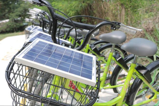 Viên pin năng lượng Mặt trời được dùng cho xe đạp thông minh E-bike - Ảnh: TẤT ĐẠT