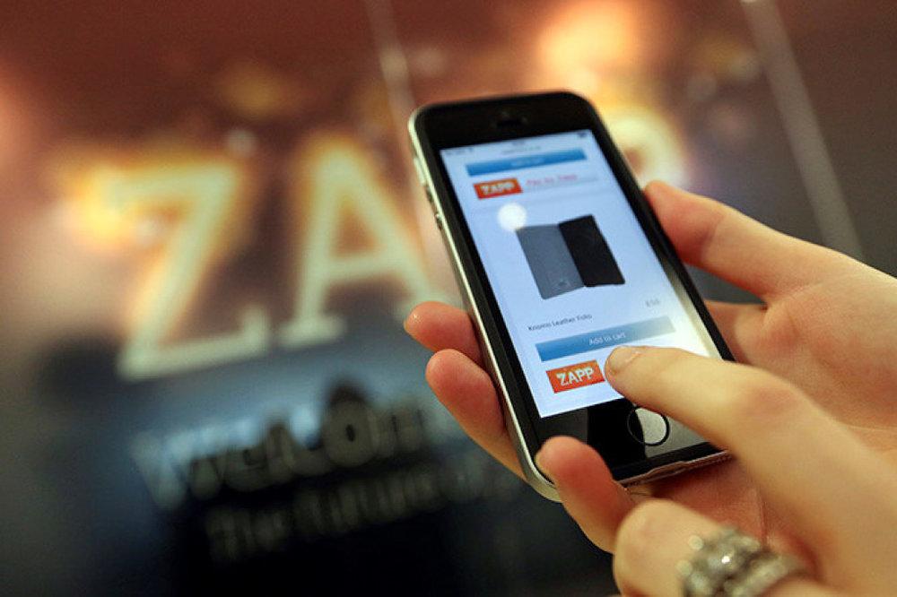 Quét vân tay hoặc mống mắt có thể được sử dụng để đăng nhập trang web trong tương lai. Ảnh: AFP