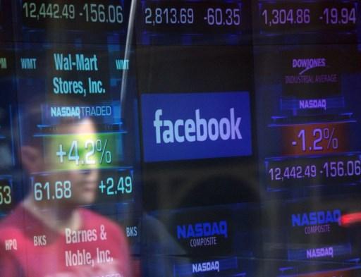 - Các công ty đó mới chính là khách hàng của Facebook, Google. Còn người dùng thực chất chỉ là 'hàng hóa' để họ kiếm tiền mà thôi.
