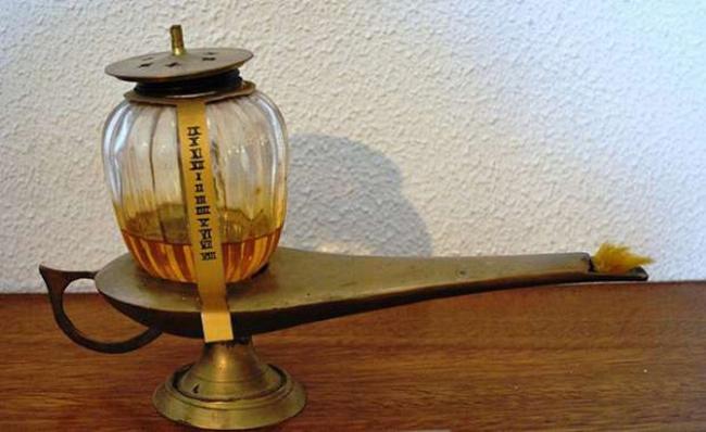 Một loại đồng hồ đèn dầu - Ảnh: Wikimedia