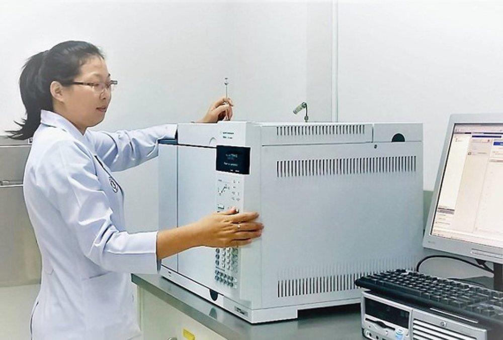 Nhà khoa học nữ điều chế dược chất phóng xạ điều trị ung thư tại Bệnh viện Chợ Rẫy, TPHCM. Ảnh: V.GIA