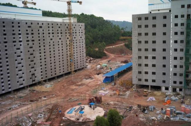 Bên cạnh đó, trang trại 13 tầng cũng đang được xây dựng.