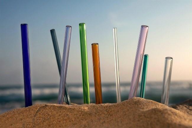 Ống hút thủy tinh của hãng Simply Straws có thể sử dụng trọn đời nếu bảo quản kỹ. Ảnh: Simply Straws.