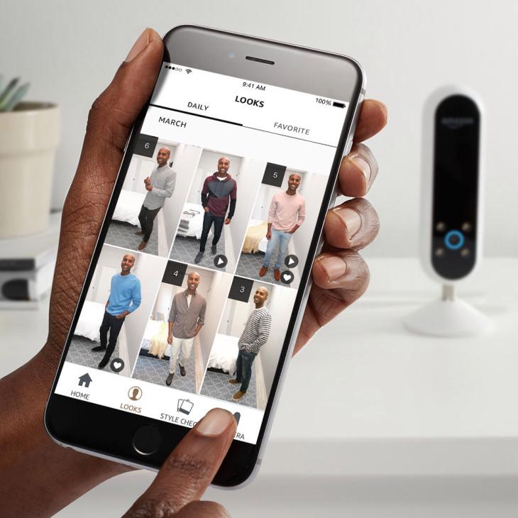 """- Với lời giới thiệu """"giờ đây trợ lí ảo sẽ giúp bạn tìm được vẻ ngoài tuyệt nhất"""", Echo Look cho phép người dùng tự chụp chính họ và đánh giá lựa chọn trang phục của họ."""