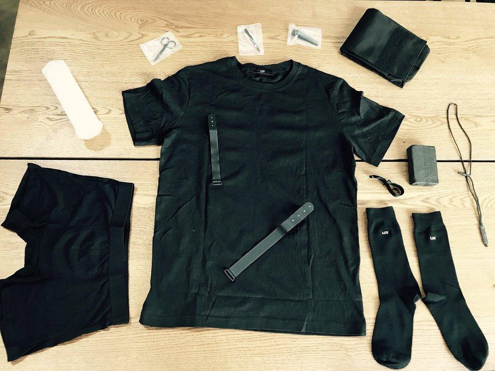 """- Gu trang phục của người dùng chỉ gói gọn trong một vài tiêu chí mà máy tính sẽ tùy biến để tạo ra bộ đồ phù hợp, nếu có thêm kiểu cách thêm thắt thì chỉ là những lựa chọn như """"tất ngắn hay tất dài"""" hay """"cổ tròn hay cổ chữ V""""."""