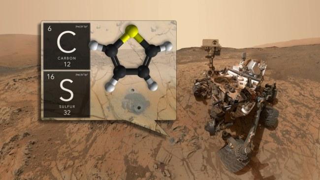 Tàu thăm dò tự hành Curiosity của Sao Hỏa đã tìm thấy vật chất hữu cơ trong các lớp đá trầm tích niên đại hàng tỷ năm tuổi ở Miệng hố va chạm Gale. Ảnh: NASA/GSFC.