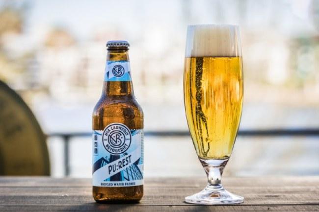 Bia PU:REST được làm từ nước thải tái chế của Thụy Điển được công ty này khẳng định là loại bia sạch và an toàn. Ảnh: Nya Carnegiebyggeriet.